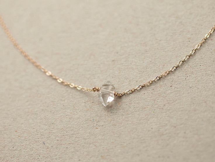 Herkimer délicat collier de diamants / Minimal brut Collier en cristal sur chaîne de remplissage or 14 k / Simple, court en couches et Long collier LN607 par LayeredAndLong sur Etsy https://www.etsy.com/fr/listing/197063099/herkimer-delicat-collier-de-diamants