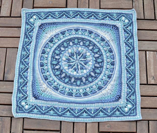 Dandelion Border for squaring up of Dandelion Mandala. Designed in Overlay Crochet by LillaBjornCrochet.
