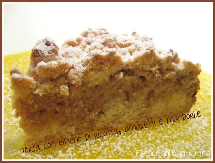 Torta con ripieno di ricotta, amaretti e mandorle. My sister Rita's almond cake.