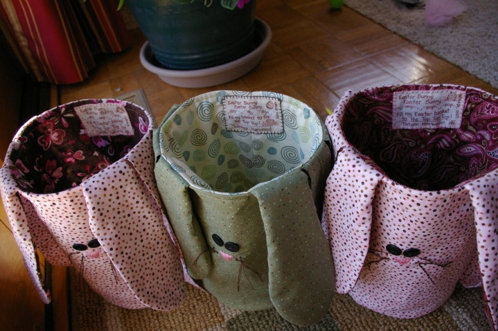 Too cute!! Bunny baskets to hold all those eggs :) easy step by step tutorial