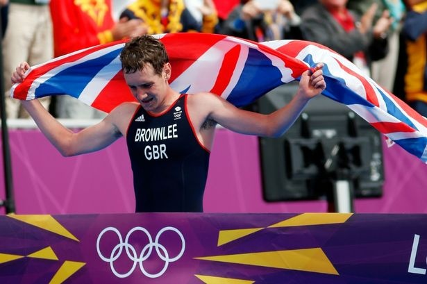 Alistair Brownlee crosses the line to win triathlon gold for Team GB -day 11