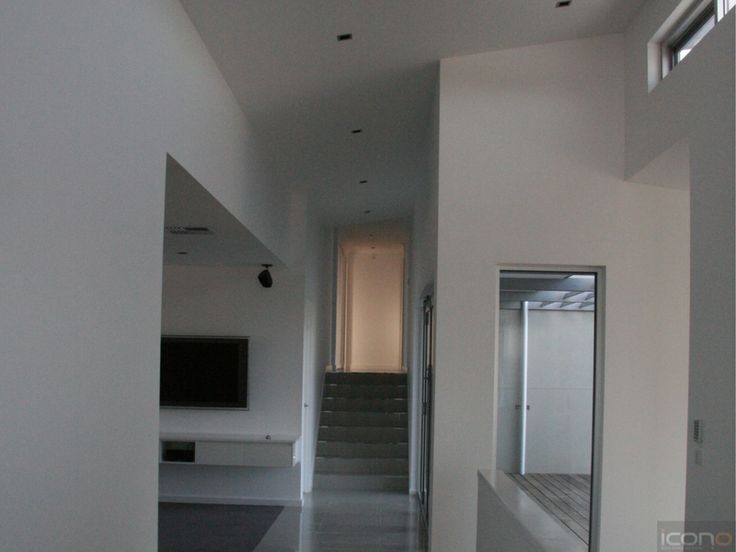 Hallway to family room. Love the style of this one! #iconobuildingdesign #hallway #familyroom #Architecture #Australianhomes