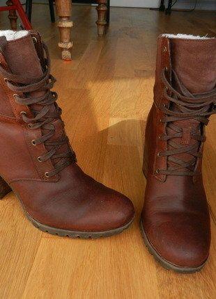 À vendre sur #vintedfrance ! http://www.vinted.fr/chaussures-femmes/bottes-and-bottines/29340432-bottines-a-talon-timberland-taille-385