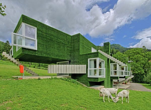 Synthetic Grass-covered Volumes adorned with unusual details. Residence in Austria by Weichlbauer Ortis Architects