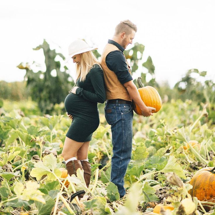 Inspiration For Pregnancy and Maternity : Adding a pumpkin to your patch? Consider these fall-themed photo shoot ideas. P