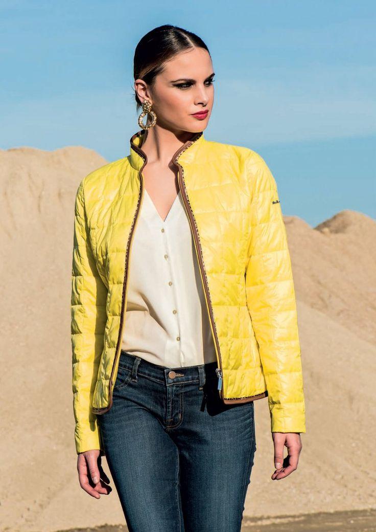 Piumino in nylon ultraleggero semiavvitato con bordino in ecopelle e profilo maculato. Visita il nostro sito: www.lindas.it  #girl #women #fashion #downjacket #modadonna #stileitaliano #vesticonstile #giubbottidonna #piuminidonna #trench #jacket #primavera #estate #2016 #donna #giubotti #capispalla #nuovacollezione #pinterest #giubbotti #piumini #giacche