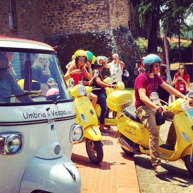 Technicolor Umbria in Vespa #AlTrasimeno foto di @egyzia