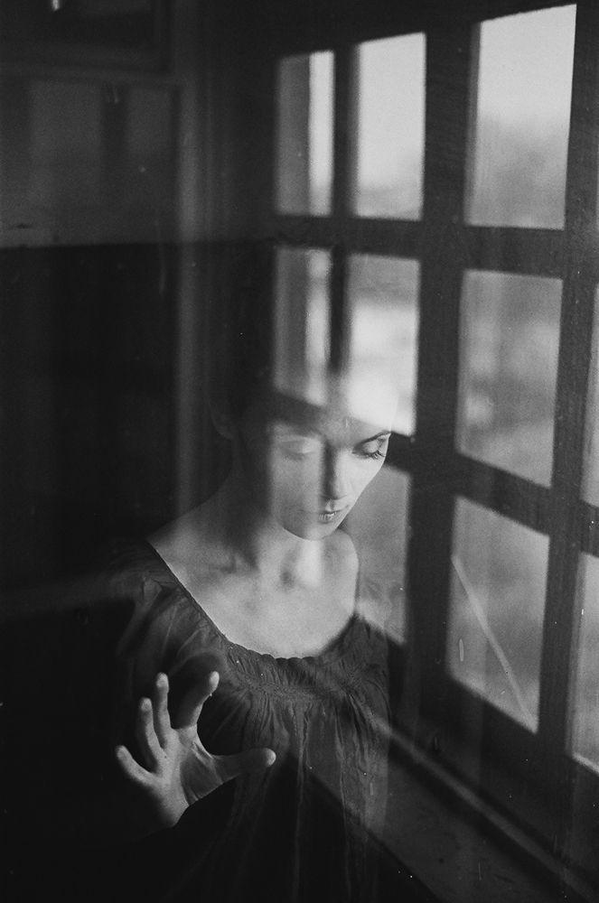 lookin in by Anastasia Laktina on Fotoblur | People Photography