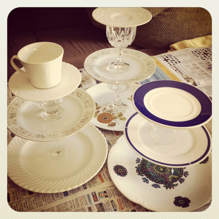 DIY Cake Stands made from upcycled plates and glasses : cupcake dinnerware - pezcame.com