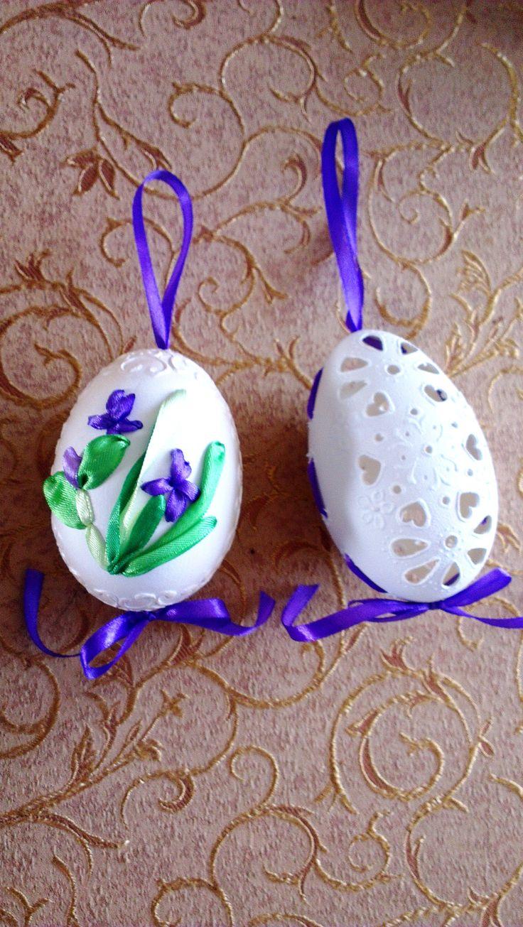 Wielkanoc, jajko w serduszka, jajko haftowane wstążeczką