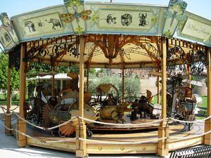 Le Beau Manège au jardin Raymon VI (Saint Cyprien) une création de la compagnie La Machine http://www.lamachine.fr/ Carousel Steampunk Jules Verne