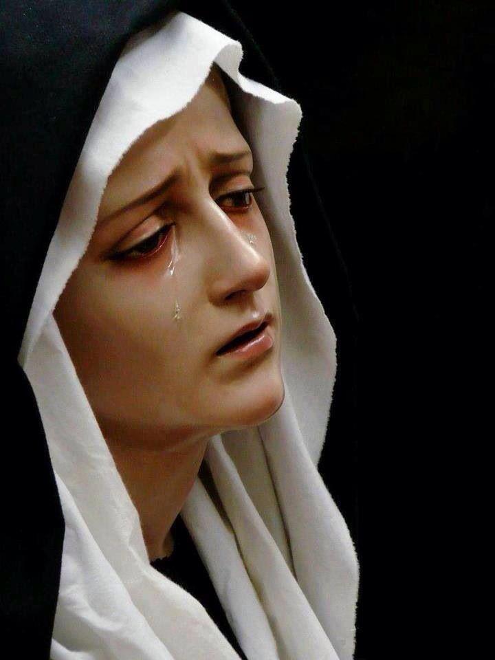 .Bazı yazarlara göre Meryem diğer bazı dini kişilikler gibi kurgusal bir kişiliktir. Buna göre İmparator Konstantin tarafından toplanan 1. İznik Konsilinde tanrıça İsis'in metamorfozu (yeni yorumlarla yeniden yaratılması) ile Meryem yaratılmıştır.[
