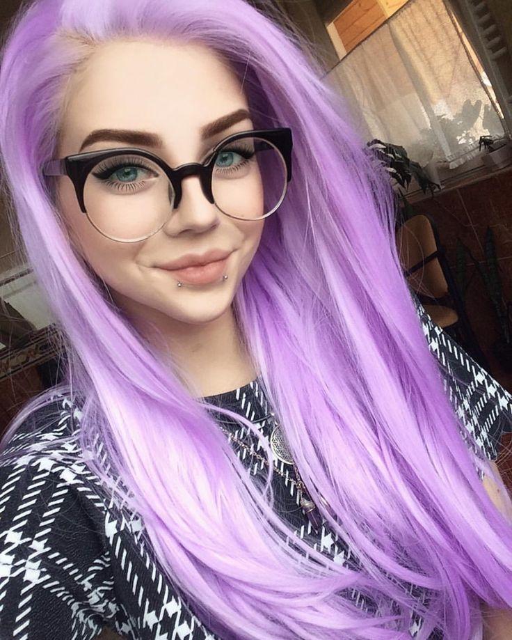Красивые девушки с розовыми волосами и очками
