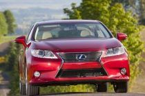 The Mom Mobile: Five Good Reasons to Drive the Lexus 300 Hybrid
