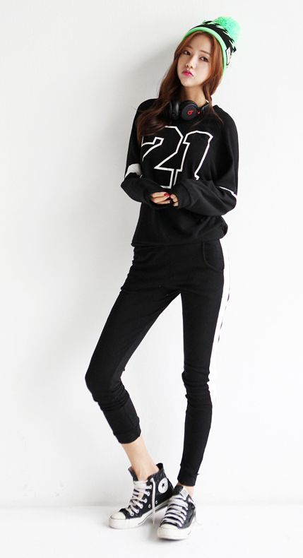 Love this sporty style (does anyone else notice the photoshop on the leg? LOL)