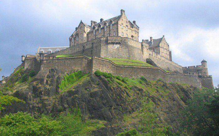 Эдинбургский замок XII век, Шотландия.