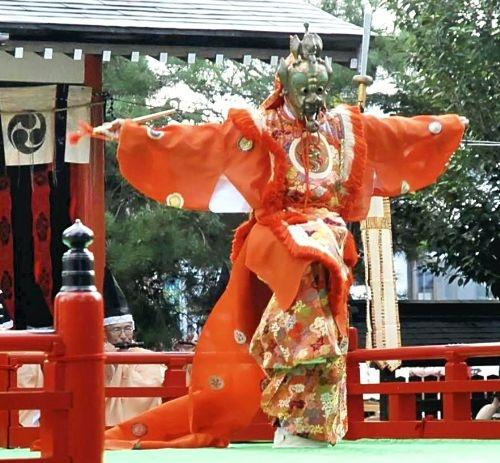 平成24年度谷地どんがまつりでの舞楽奉奏が読売新聞に掲載されました。