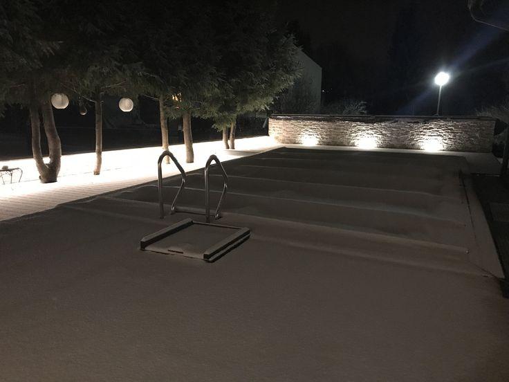 Poolbeleuchtung mit diSIGNAGE Lichtmanufaktur SI305 Bodeneinbauleuchten #diSIGNAGE #led #ledlights #design #outdoor #garden #gardendesign #stone #stonewall