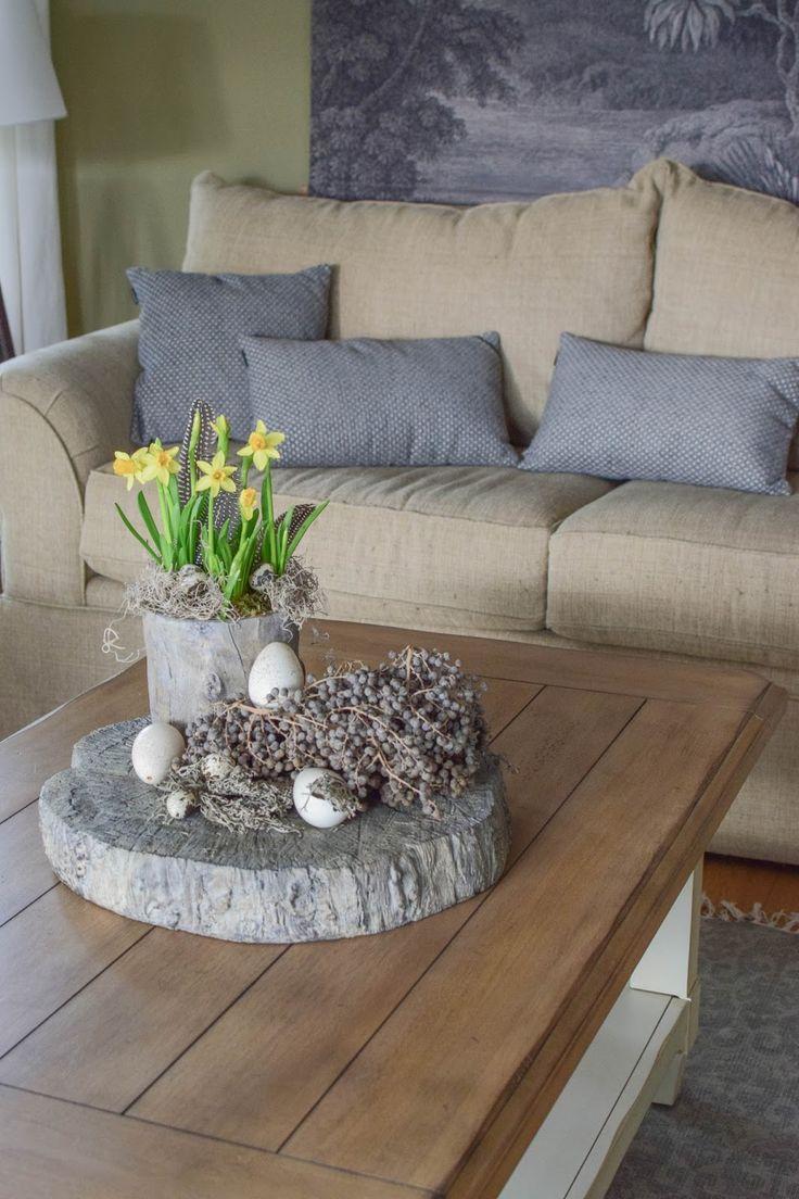 Gedecktes Oster-Arrangement für Tisch und Sideboard
