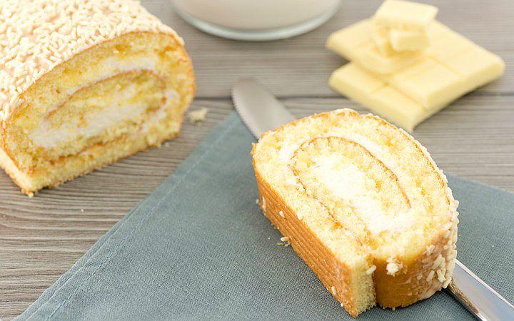 Pastane işi tabir edilen pastaların başında gelen muzlu rulo pastayı evde hazırlamaya ne dersiniz? Gelin krema ve muzun o enfes tadına birlikte varalım.
