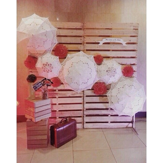 wedding, pelamin, wedding dais, dais, diy, pallet, rustic wedding, malaysia, malay wedding, ombre, paper flower, giant paper flower, rustic, kahwin, tunang, engagement, lace umbrella, lace parasol photobooth, photo booth, backdrop, wooden backdrop