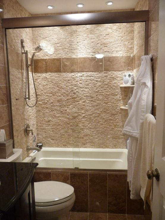 Bathrooms noce fossilato 8 x 24 polished travertine for Stacked stone bathroom ideas
