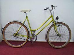 Bici de paseo alemana semirestaurada. Con dinamo,freno contra-pedal y freno delantero. Toda original.
