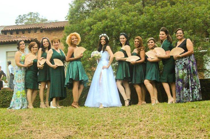 Leques são super charmosos em casamento ao ar livre!