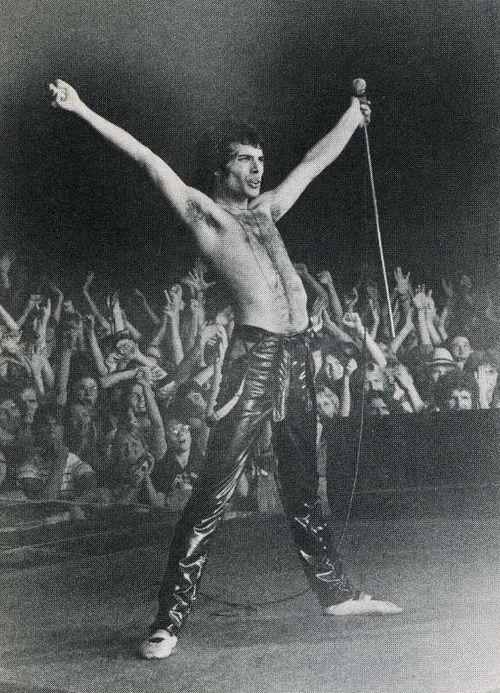 freddie mercury en 1978 y 1979 habia sentido que queria hacer todo balerstico en esa