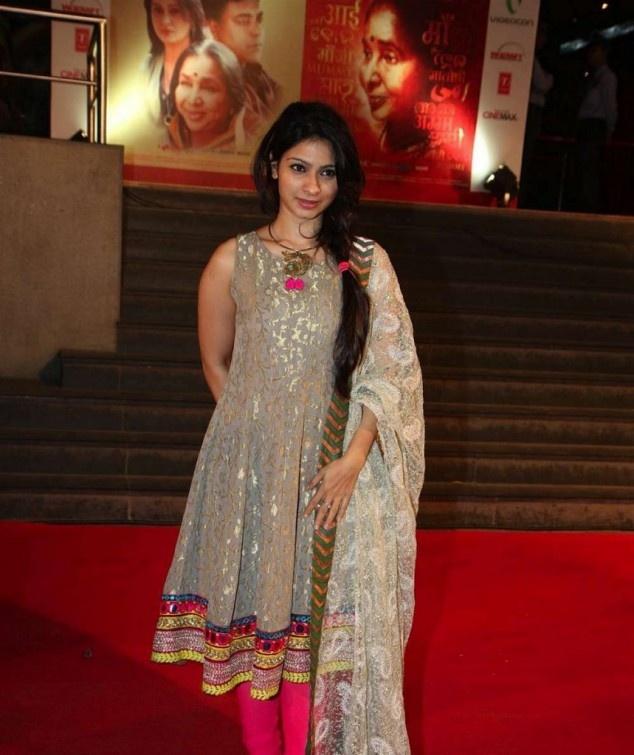 Shradha Kapoor, Sridevi & Tanisha Mukherjee at Mai Premier | Fandiz India - Latest Indian Fashion Trends