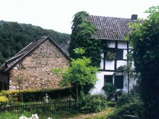 Ein bekanntes Ausflugsziel in reizvoller Lage ist Schevenhütte, der östlichste…