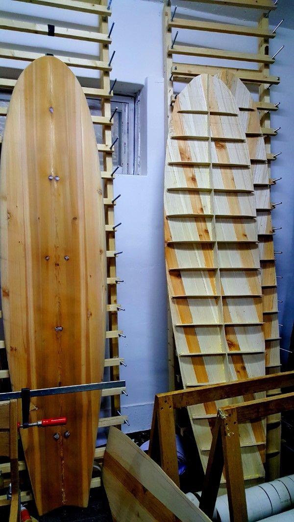 나무 서프보드 제작 나무 서핑보드 제작바텀과 스트링어가 잘 붙었다.컨케이브도 나름 만족스럽다.스트링어...
