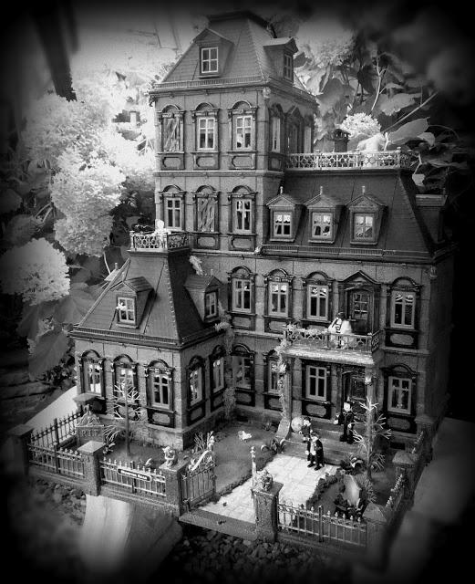 Emma.J Creations: Gothic Horror House - Playmobil