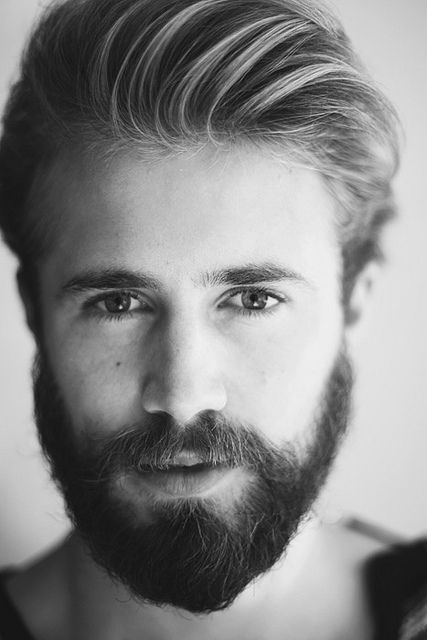 there's something about beards that make me want to kiss the lips peeping out.....