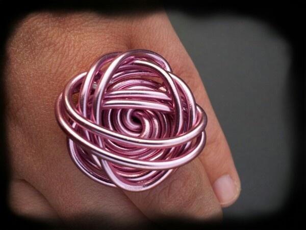 Zelfgemaakte ring van aluminium Wire