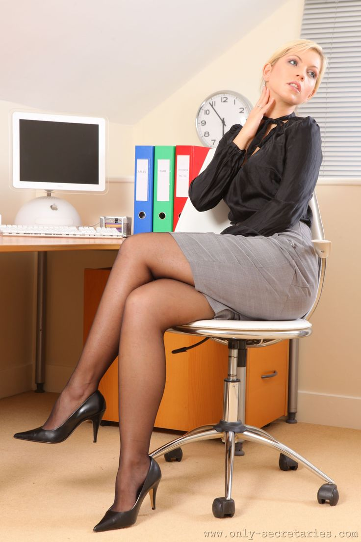 1000 images about crossed legs at the office on pinterest sexy the office and sexy hot. Black Bedroom Furniture Sets. Home Design Ideas
