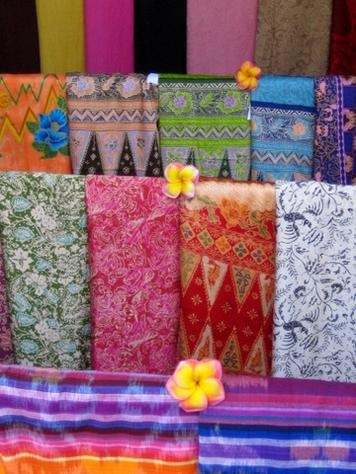Google Image Result for http://photos.igougo.com/images/p260162-Bali-Beautiful_sarongs_for_sale.jpg