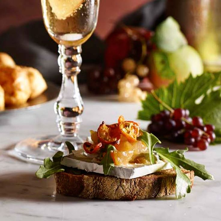 Thanksgiving Appetizers from Williams-Sonoma -Crostini with Humboldt Fog and Pear Chutney