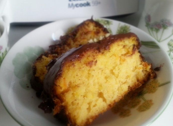 Bizcocho de naranja con cobertura de chocolate