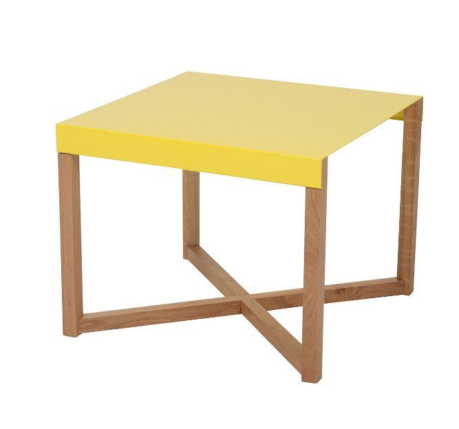 """""""De bijzettafel Cubacabana is een speels bijzettafeltje wat door zijn eenvoudige design en vele kleuren overal bijpast. Het tafeltje is te leveren in de kleuren rood, geel, wit, groen en zwart."""""""