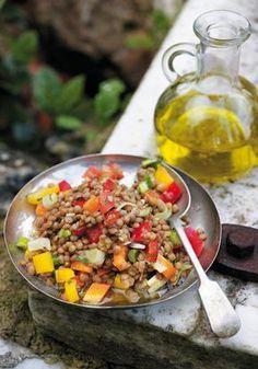 Σαλάτα με φακές και τρίχρωμες πιπεριές