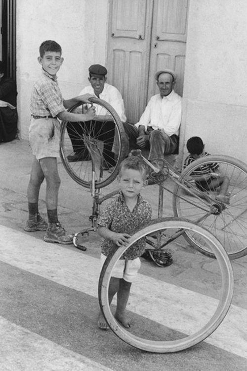 Henri Cartier-Bresson - Orgosolo, 1962