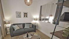 Nous nous dirigeons dans le 9e arrondissement de Paris, où l'architecte d'intérieur Aurore Pannier a rénové un studio de 26 m2 situé dans un ancien palace Art déco, aujourd'hui transformé en résidence privative. La rénovation fut compliquée, mais le style qui se dégage de l'appartement est incroyable.