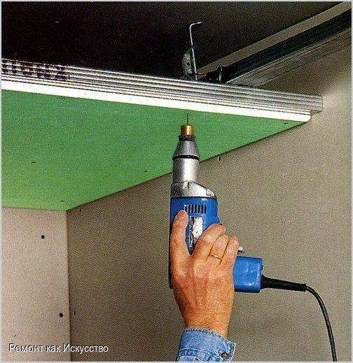 Как прикрепить гипсокартон к стене?  Самым востребованным материалом для внутренней отделки помещения на сегодняшний день является гипоскартон. Это обусловлено его небольшой стоимостью, качеством и возможностью в короткие сроки выровнять даже самые сложные участки стен.  Есть два способа крепить гипсокартонные листы – с использованием каркаса или без него. В любом случае установка ГКЛ производится после монтажа электропроводки, водопровода, канализационной и отопительной систем, но до…