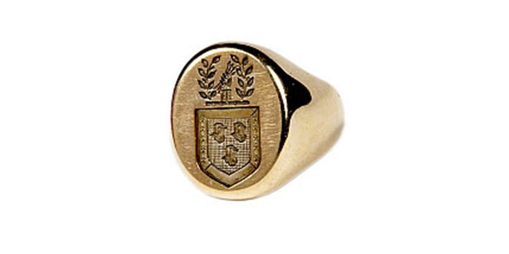 It's the 100th anniversary of JFK's birthday -- on his 44th, Mrs. Kennedy gave him a ring with his family crest: http://jfklibrary.org/milestones  pic.twitter.com/EQ0b4k3Vl9