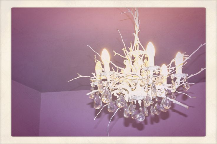 ridiamo vita ad un vecchio lampadario della nonna un po' di colore e qualche ramoscello