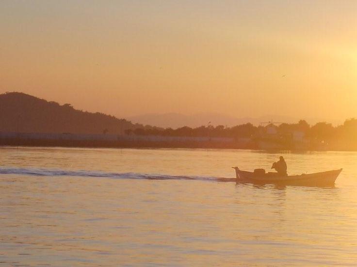 Cundanın ıssız koylarında yüzmeden... Daha fazla bilgi ve fotoğraf için; http://www.geziyorum.net/cunda-gezisi-bolum-3/