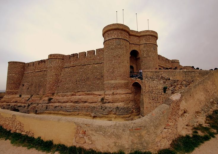 """CASTLES OF SPAIN - Castle of Chinchilla, Montearagón, Albacete, S. XV.Located on a hill that dominates the plains of La Mancha, the town of Chinchilla de Monte Aragón has a remarkable castle In the 15th century, Juan Pacheco, Marquis of Villena, restored a castle of Arab origin """"Xerif El-Edrisi"""". In the walls of this construction, the coat of arms of the Marquis of Villena can still be seen."""
