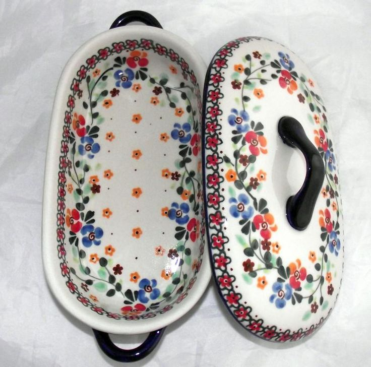 Awesome baker with lid! The size seems to be for 1-2 people :) Polish pottery