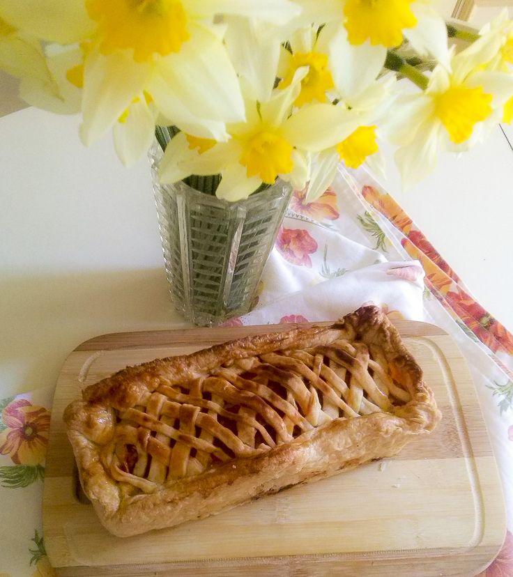 Ieri era il #primomaggio ma la #primavera è ancora lunga e ricca di scampagnate, quindi preparatevi a fare dei #pranzetti al sacco gustosi e adatti al #takeaway ... Come questo #cestino pronto a finire... nel cestino da #picnic! ... E non dimenticate di venirmi a trovare su kitchengirl.it!! #tortasalata #kitchengirl #asporto #narciso #flowerpower #cucinaitaliana #piattiitaliani #eatammece #inpiattati #brisee #pranzo #cucina #italianfoodbloggers #ricetteperpassione